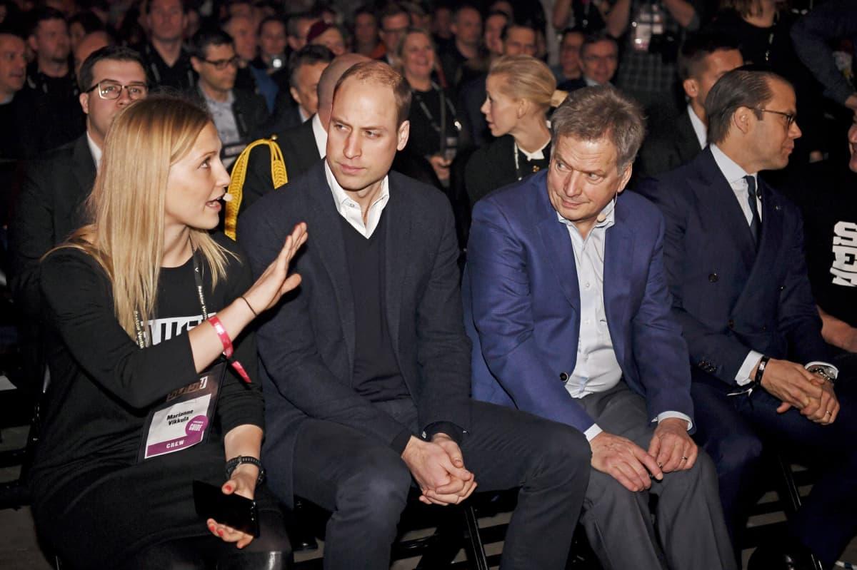 Slushin johtaja Marianne Vikkula, Prinssi William, presidentti Sauli Niinistö ja Ruotsin prinssi Daniel Slush-tapahtumassa torstaina.
