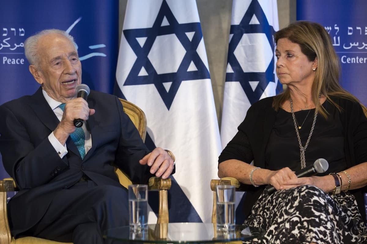 Shimon Peres Tel Avivissa kesäkuussa 2016.