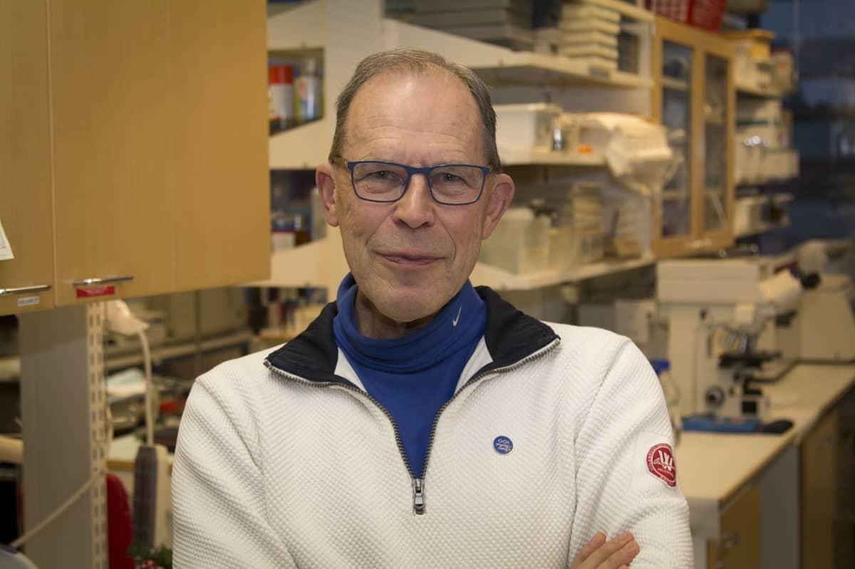 Hannu Alho THL:n laboratoriossa