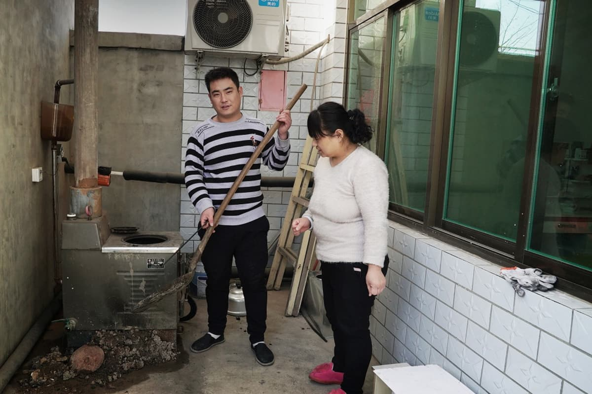 Poika Cao Tianyu ja äiti Jia Jinna.