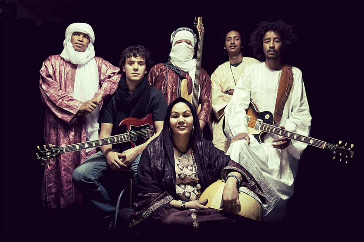 Tamikrest-yhtye ryhmäkuvassa.