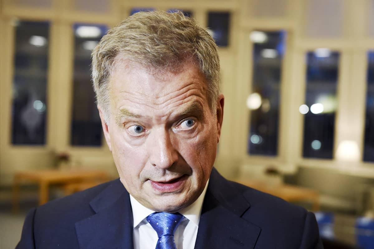 Tasavallan presidentti Sauli Niinistö tiedotustilaisuudessa puoluejohtajien tapaamisen jälkeen Mäntyniemessä Helsingissä 16. syyskuuta