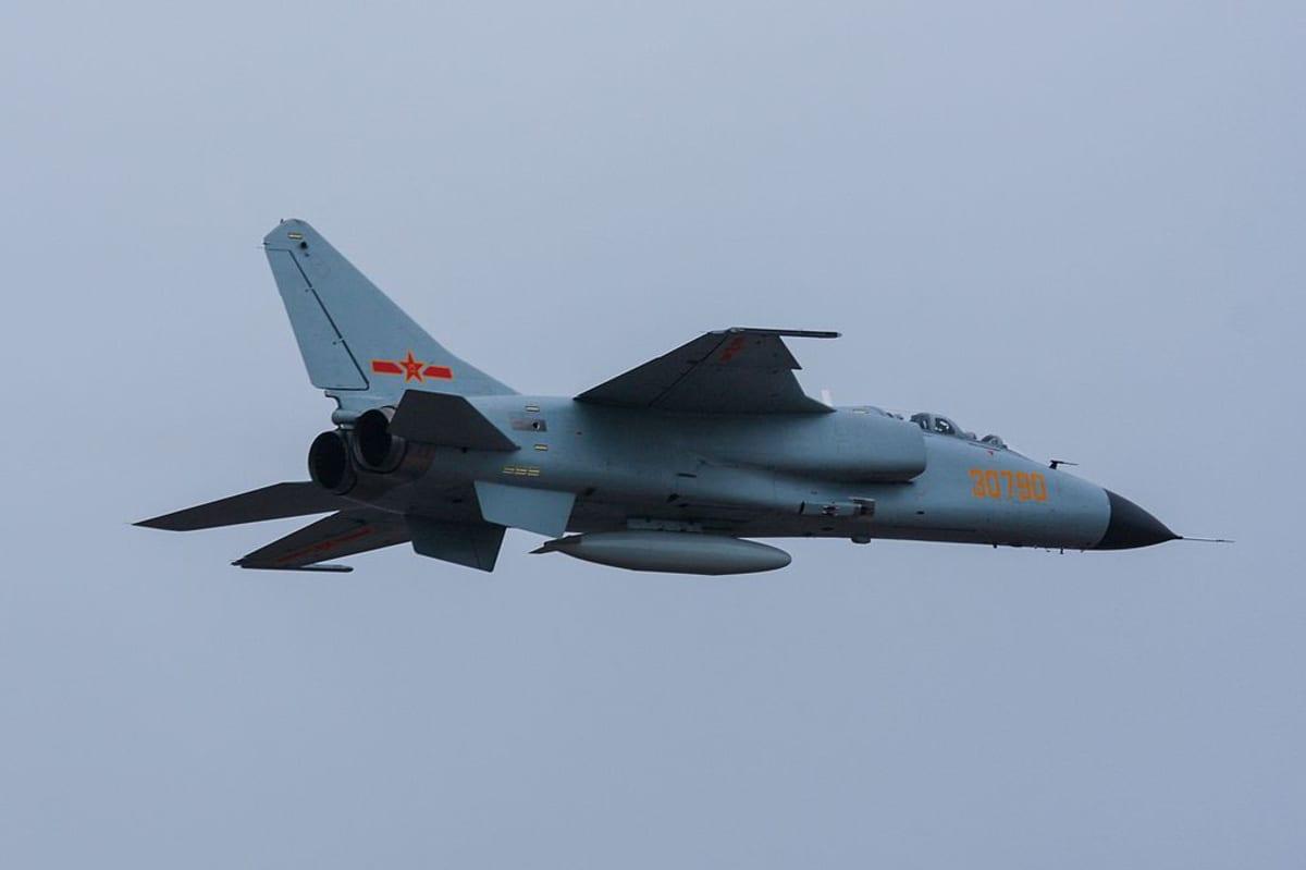 Xian JH-7A -hävittäjä.