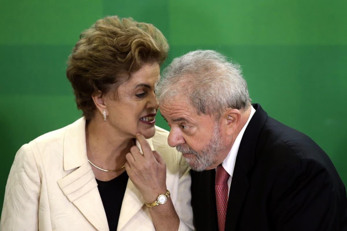 Kuvassa vasemmalla Brasilian presidentti Dilma Rousseff ja oikealla hänen edeltäjänsä Luiz Inacio Lula da Silva. Kuva tilaisuudesta, jossa Rousseff nimitti Lulan esikuntapäällikökseen.