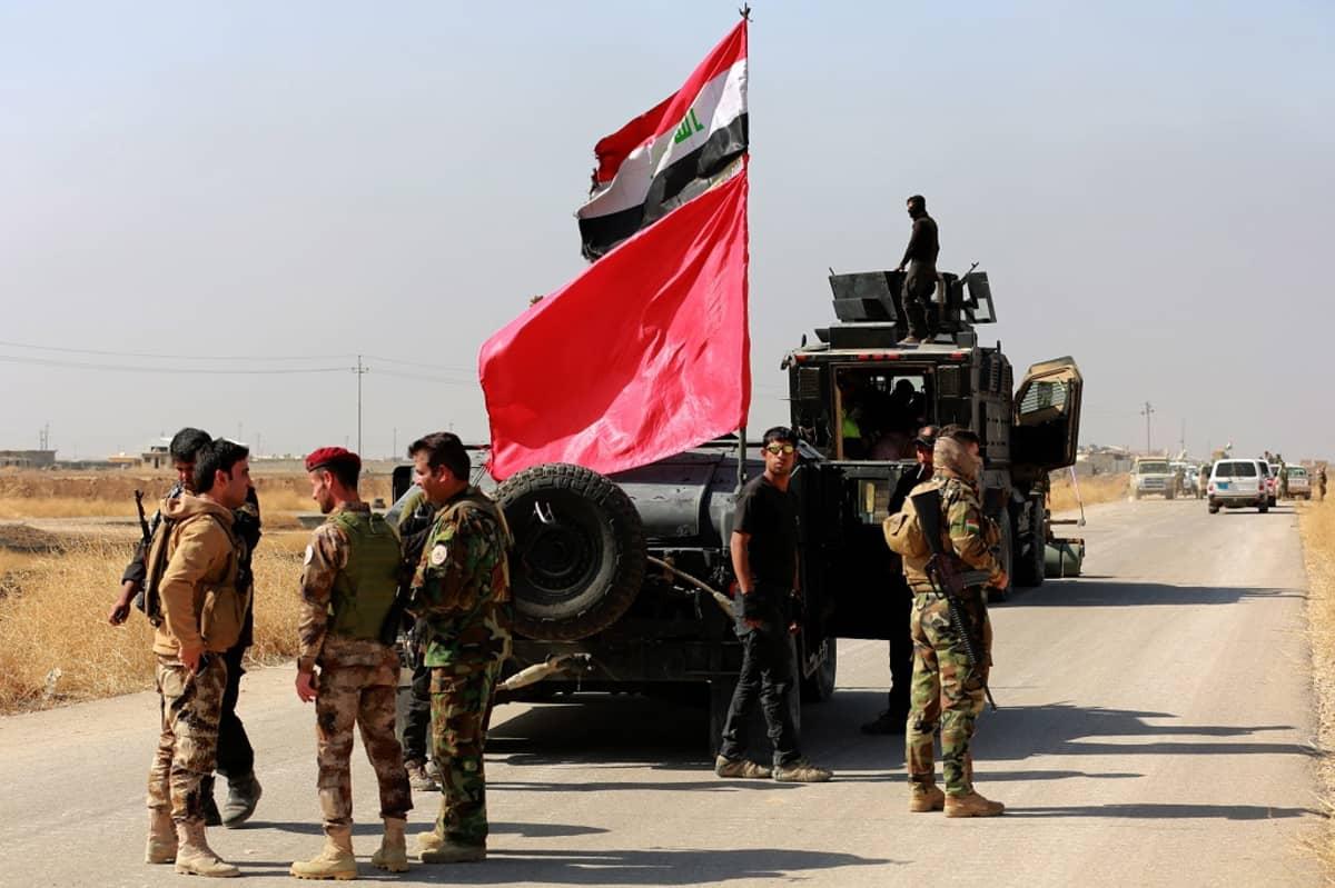 Irakin armeijan erikoisjoukkojen jäseniä Hamdanijan kaupungin lähellä Mosulin itäpuolella 18.10.2016.