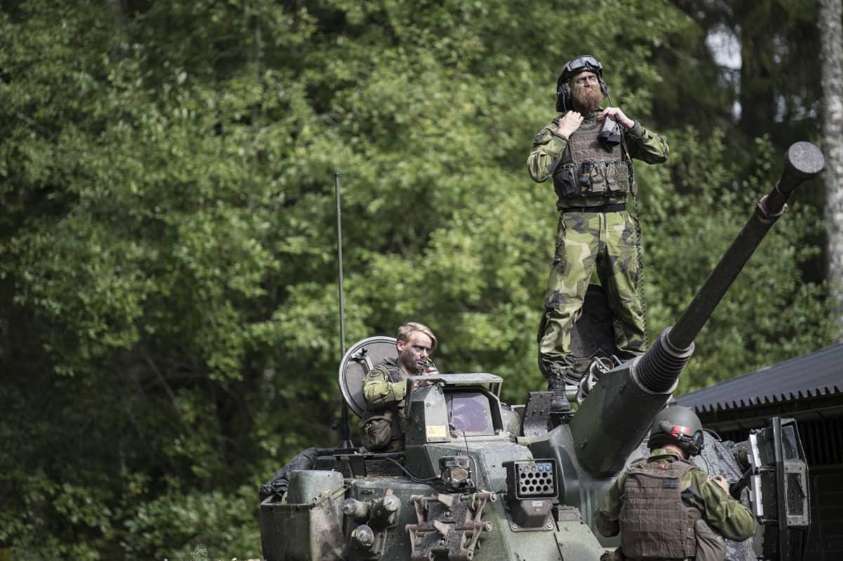 Ruotsalaisia sotilaita harjoittelemassa Skovdessa torstaina.