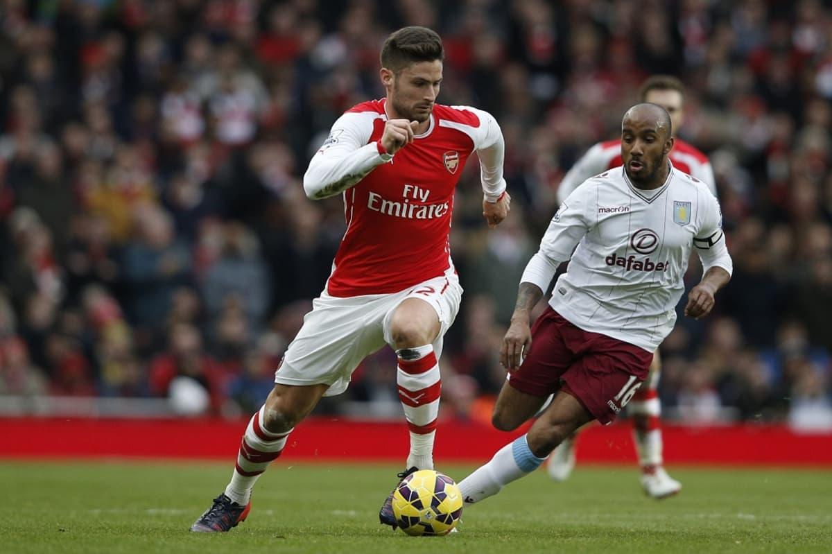 Arsenalin Olivier Giroud karkaa Aston Villan Fabian Delphiltä.