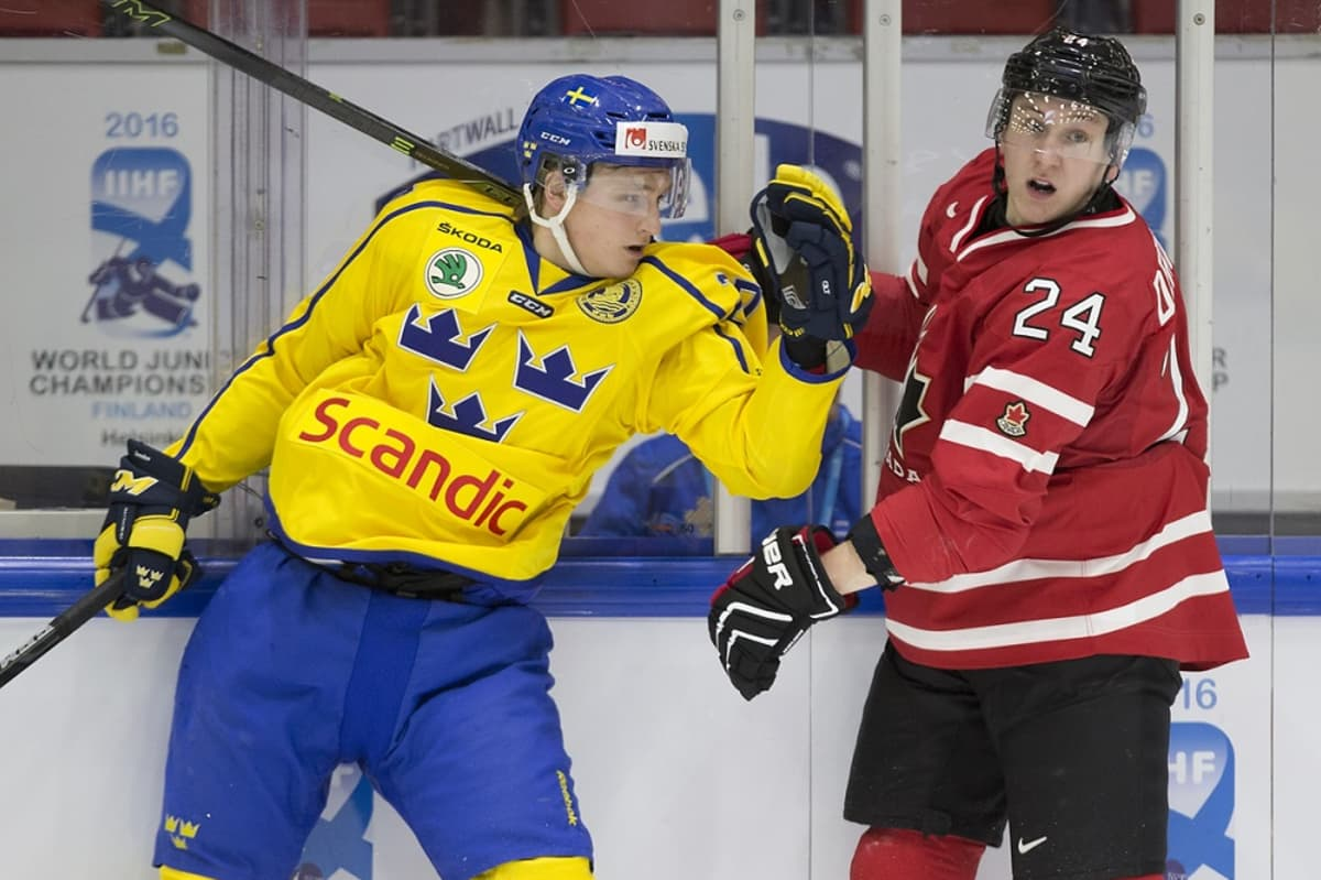 Anton Karlsson ja Travis Dermott
