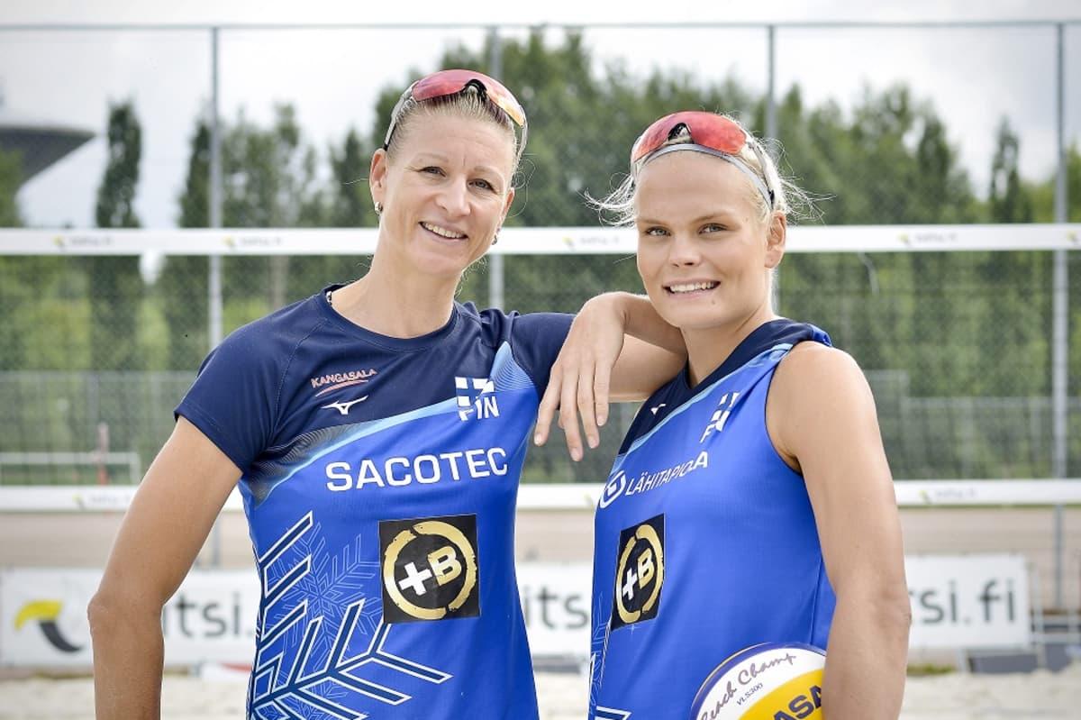 Riikka Lehtonen ja Taru Lahti-Liukkonen kuvassa
