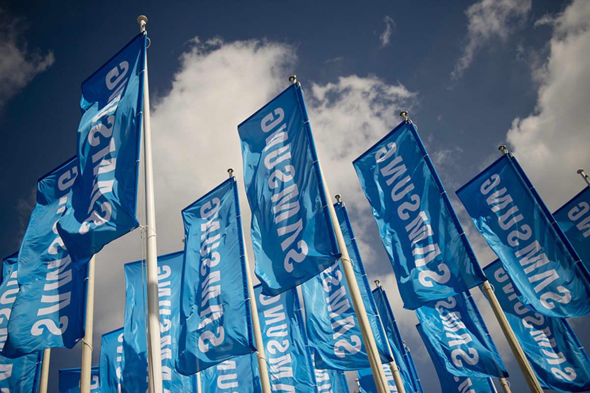 Samsungin liput liehuivat Berliinissä järjestetyillä elektroniikkamessuilla syyskuussa 2013.