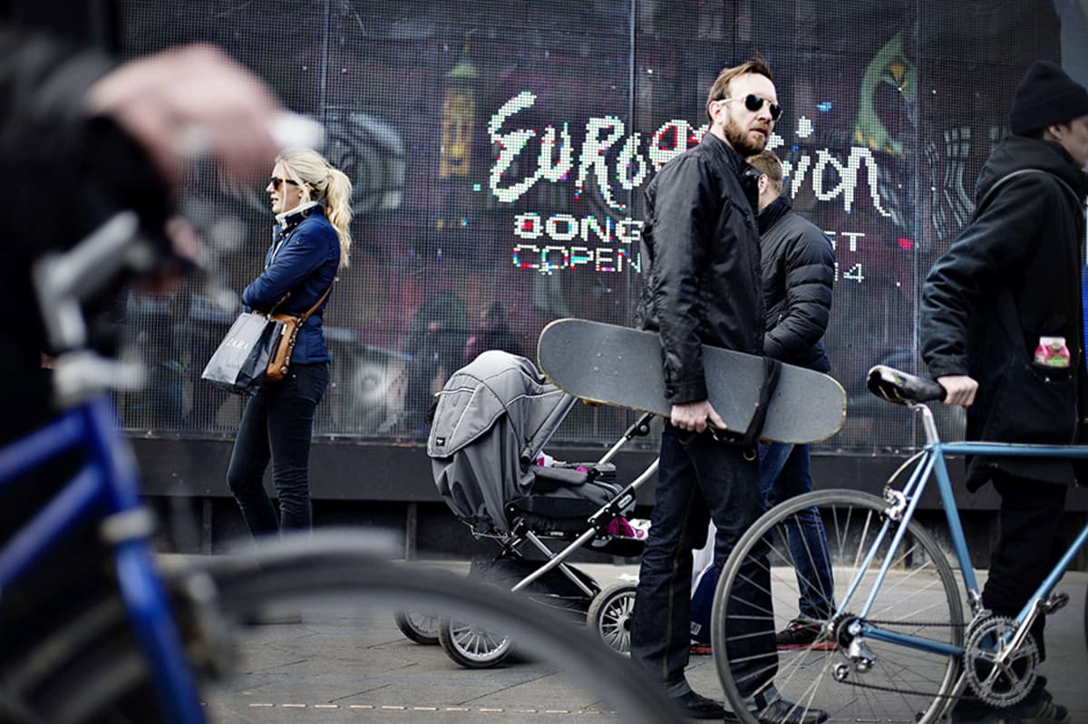 Euroviisujen mainoksia Kööpenhaminan kaduilla. Kuva on otettu 3. toukokuuta.