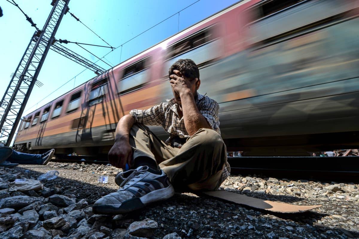Eurooppaan tullut, joka jäi junasta.