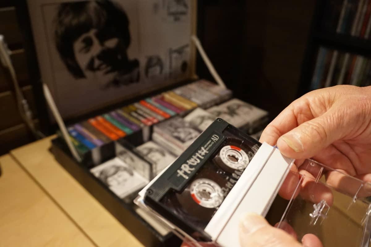 Irwin-kasetit markalaukussa