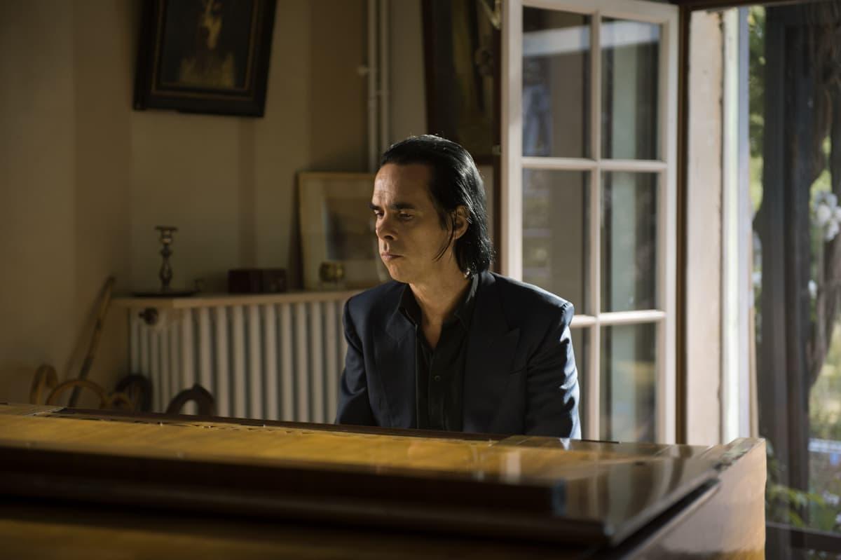 The Beautiful Days of Aranjuez elokuvassa esiintyvä muusikko Nick Cave.