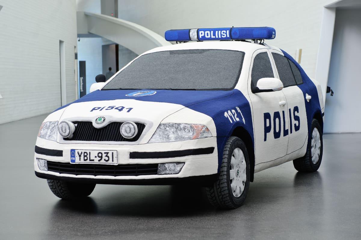 Virkattu poliisiauto