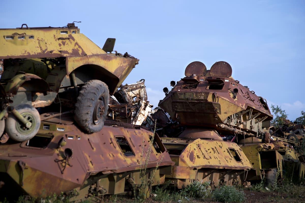Romutettuja panssariajoneuvoja Asmarassa Eritreassa.