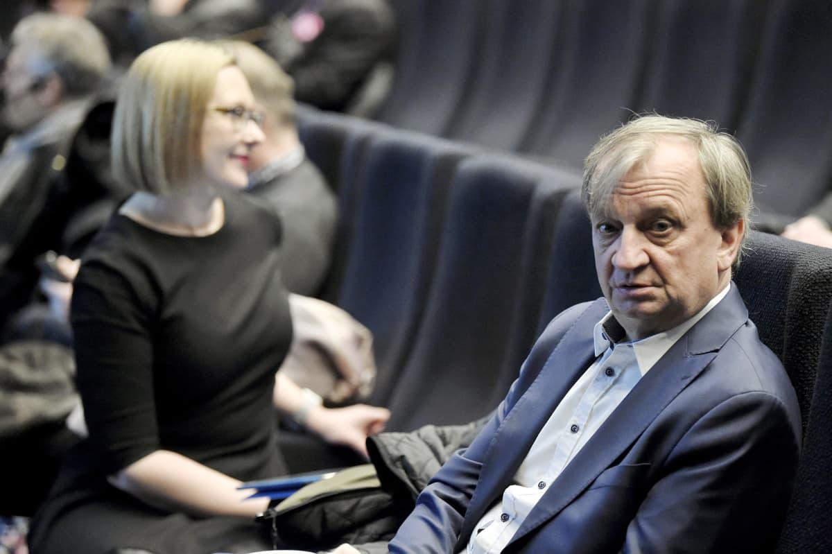 Maria Lohela ja Harry Hjallis Harkimo Liike Nyt -yhdistyksen Mikä mättää suomalaisessa päätöksenteossa? -seminaarissa Helsingissä 26. maaliskuuta