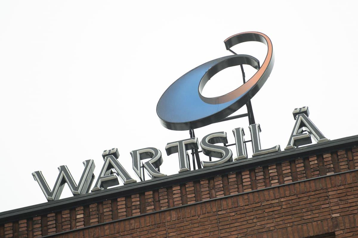 Wärtsilän logo rakennuksen katolla.
