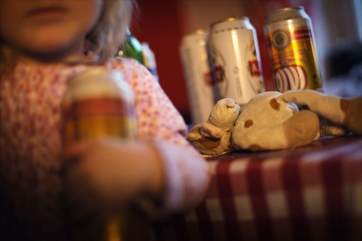 lapsi ja alkoholi kotona