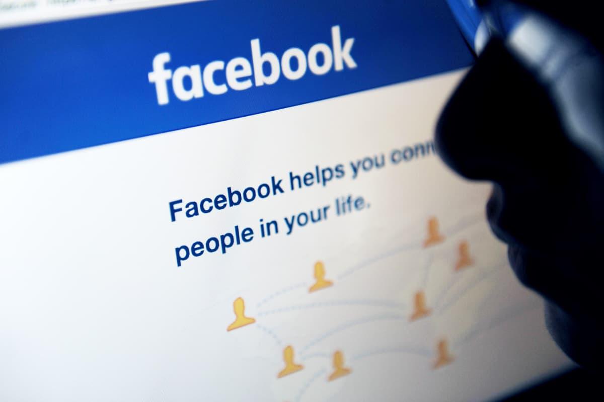 facebook ja naisen siluetti