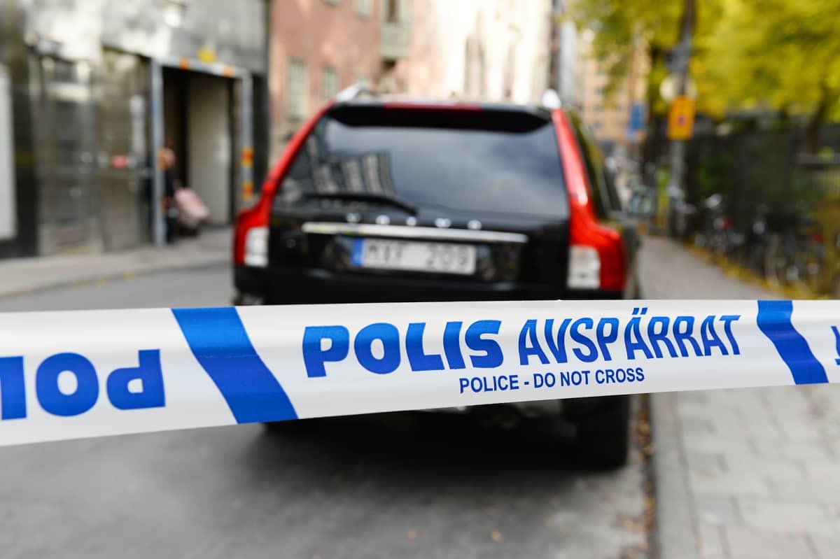 Poliisin eristysnauha Tukholmassa.