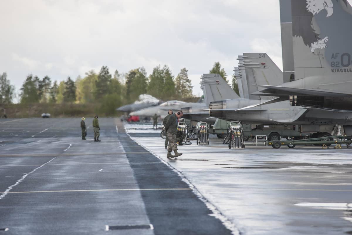 f-15 lentokoneita Karjalan lennoston hävittäjälentoharjoituksessa.