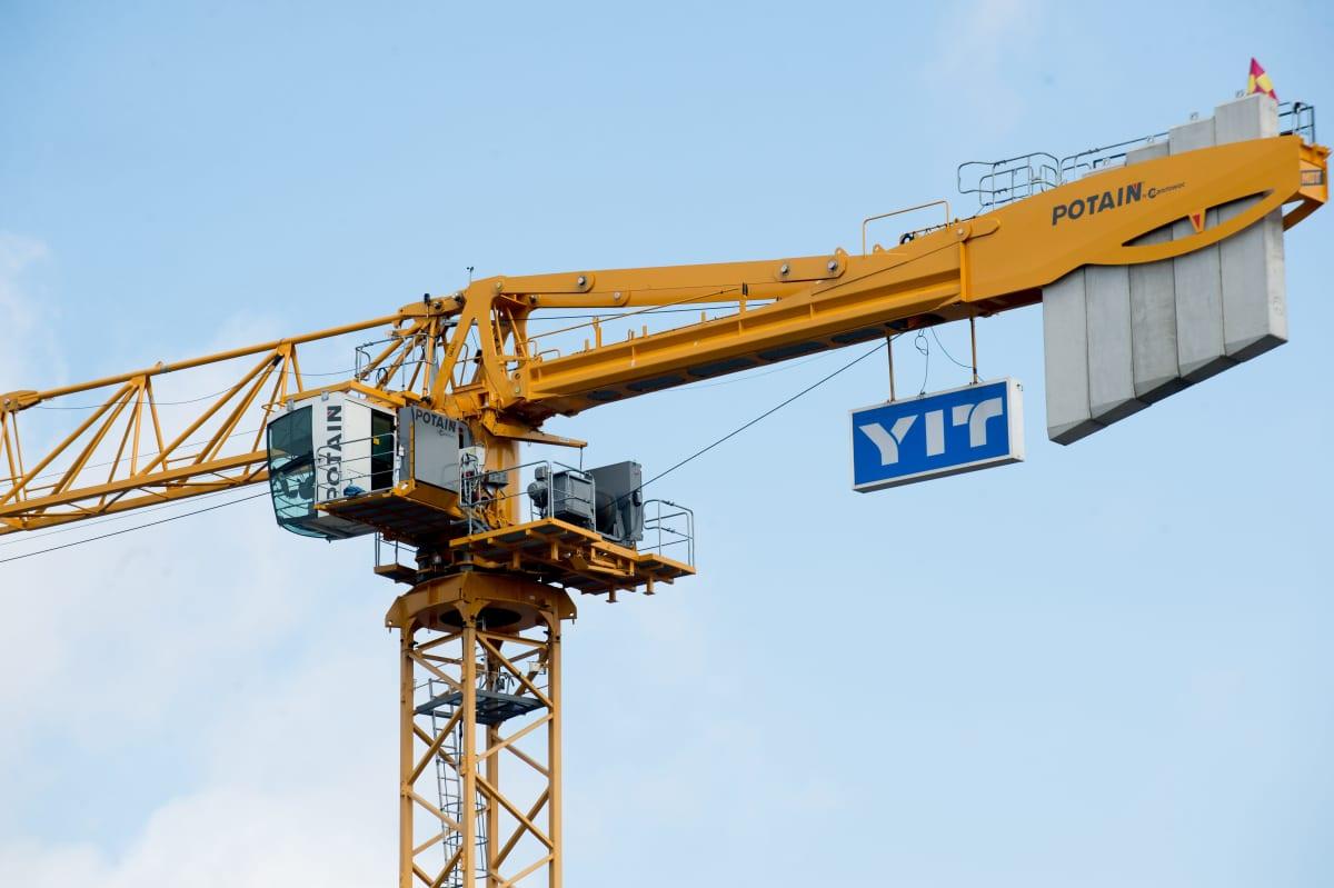 YIT:n nosturi Kivistön asuinalueella Vantaalla 29 heinäkuuta 2021.
