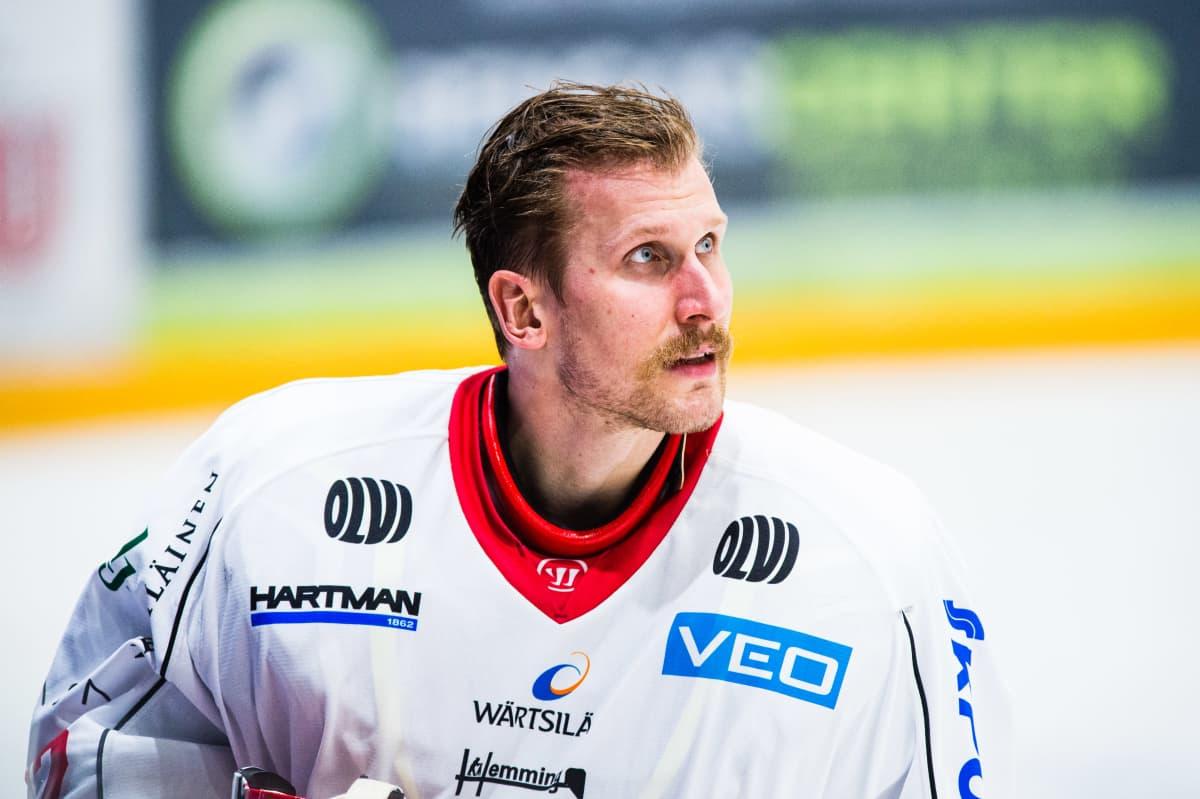 Niko Hovinen pelaa Sportissa kolmatta kautta.