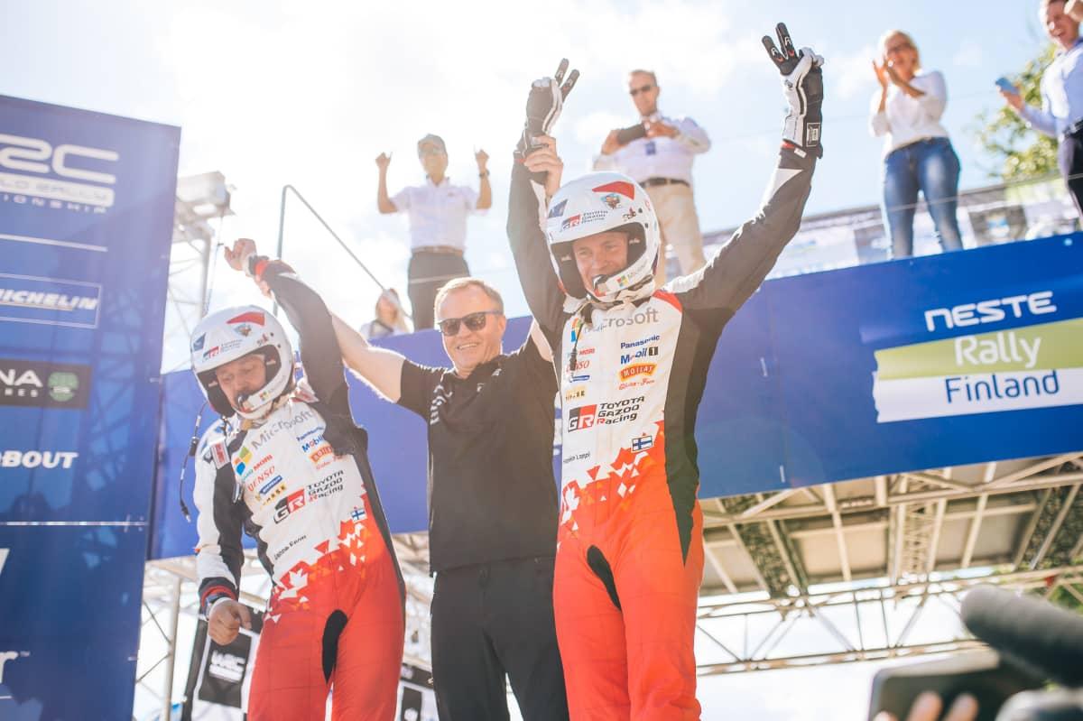 Esapekka Lappi juhli voittoa Jyväskylässä Toyotalla kesällä 2017.