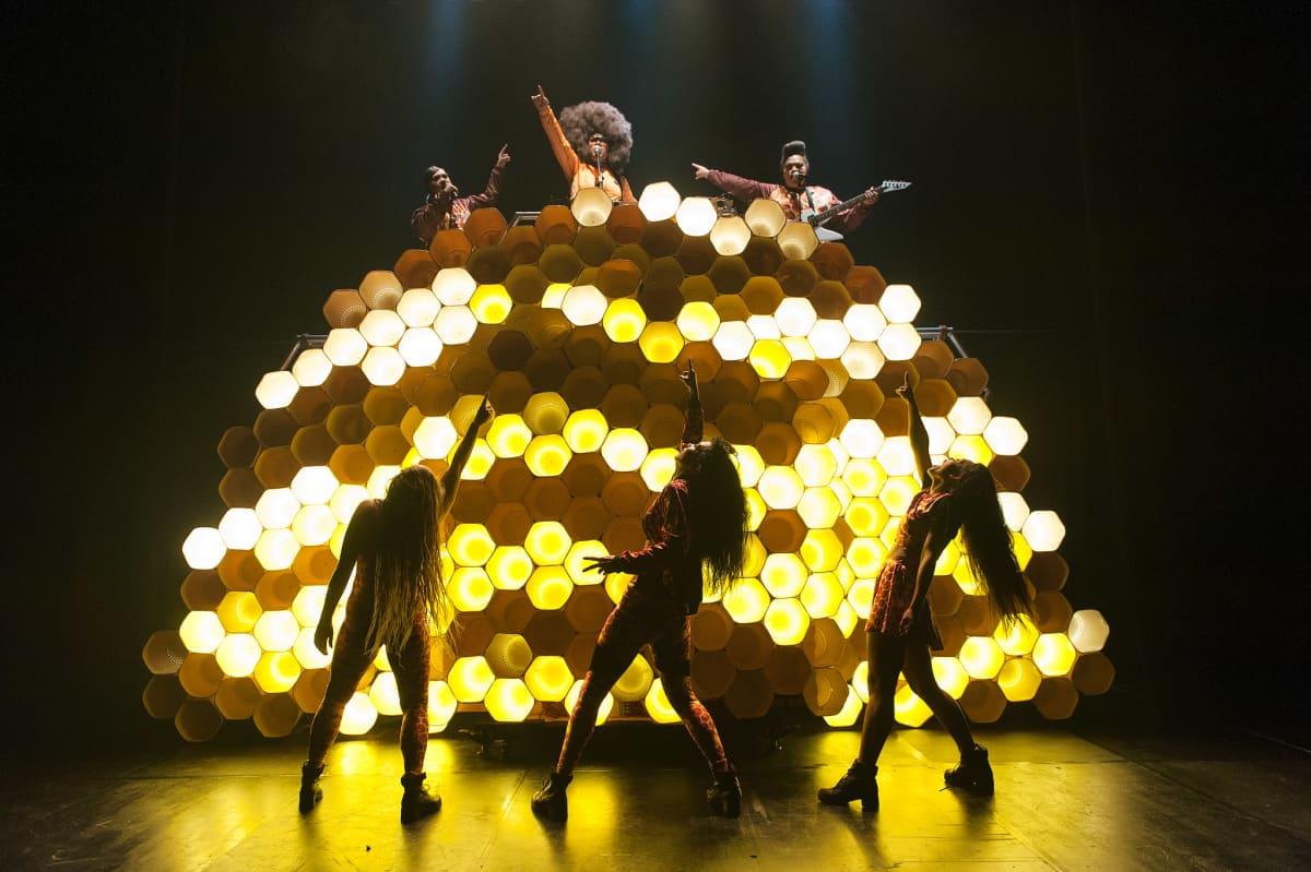 Australialaisen Briefs Factoryn Hot Brown Honey - Fighting the Power Never Tasted So Sweet Tampereen Teatterikesässä.
