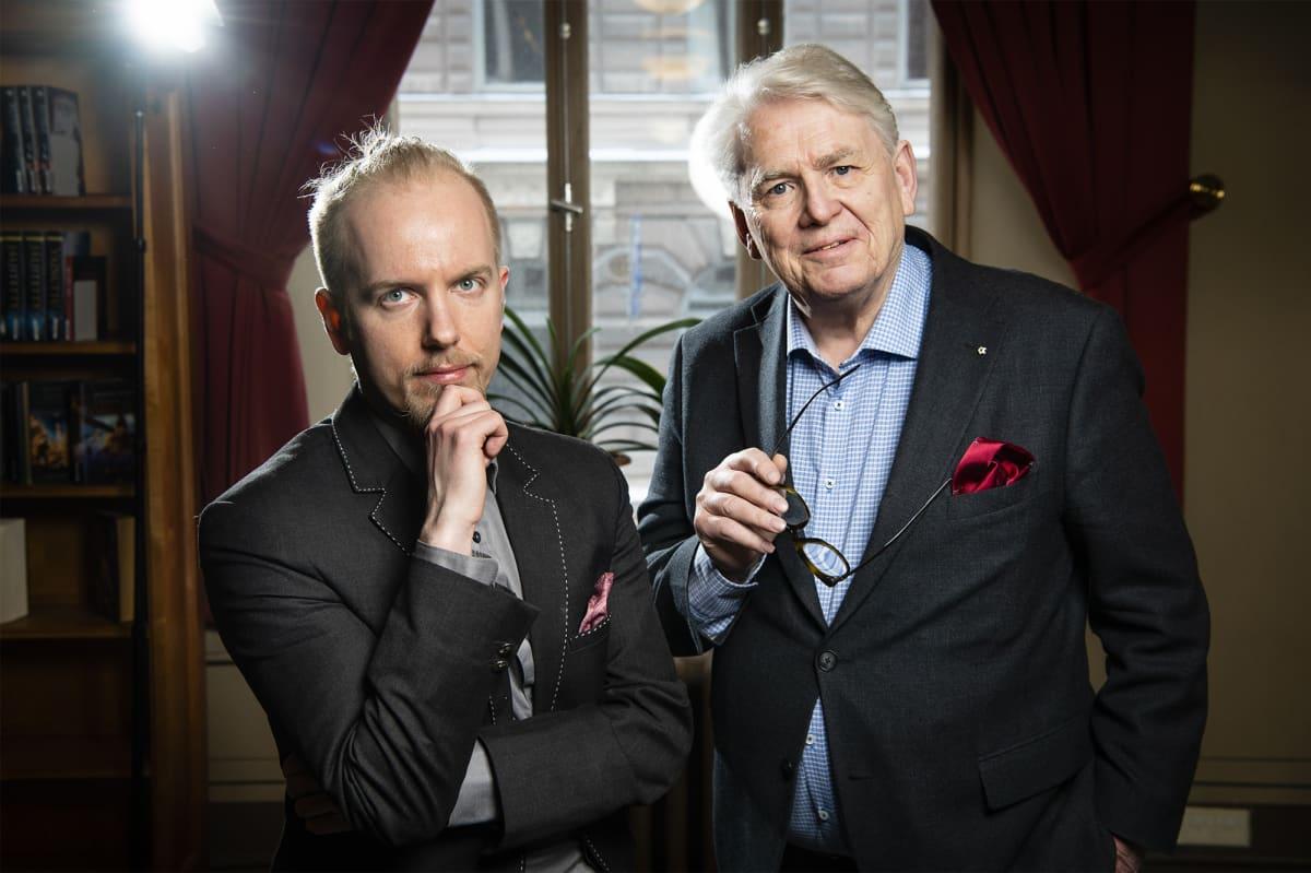 Jussi Lehmus, tietokirjailija ja Lasse Lehtinen Salaista sotaa -kirjan kirjoittajat.