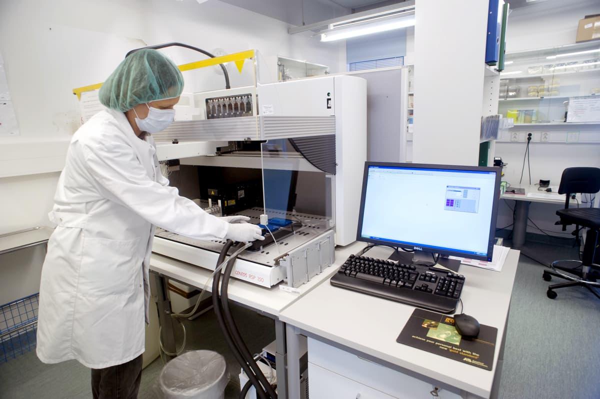 KRP:n rikosteknisen laboratorion dna-näytteiden valmistelutila Vantaalla.