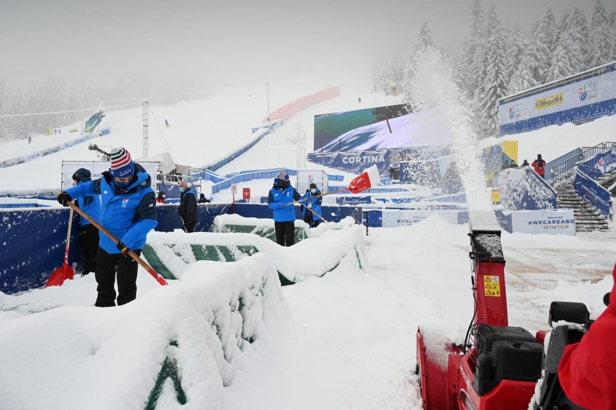 Lumista Cortina d'Ampezzon alppikuvaa