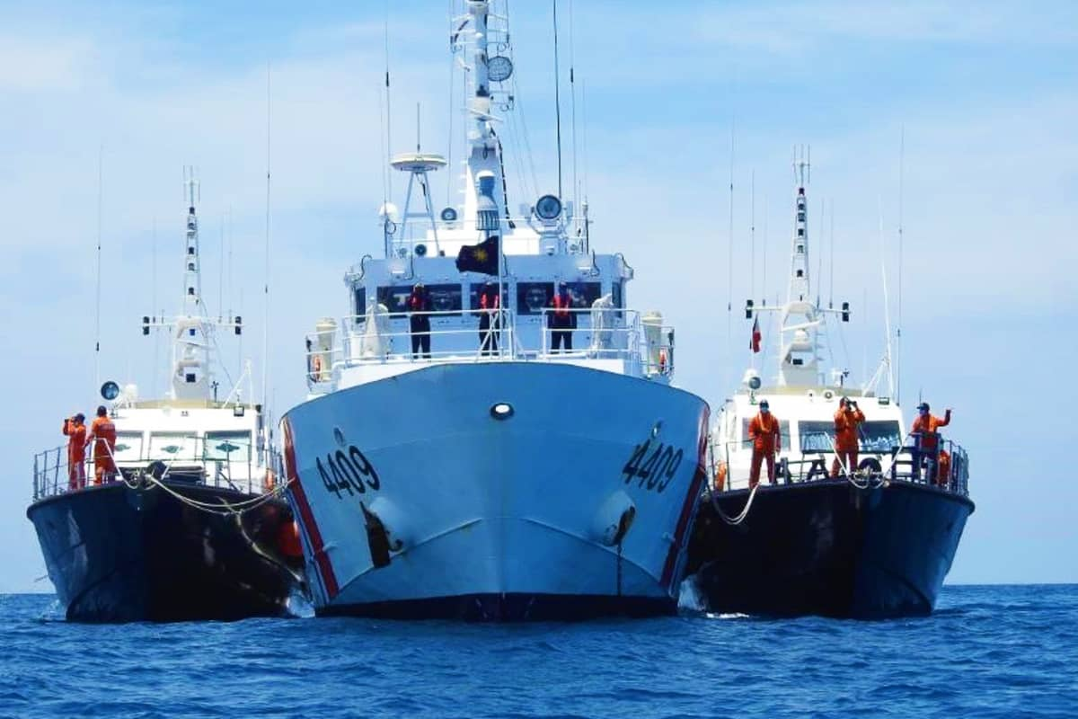 Filippiinien rannikkovartioston aluksia Etelä-Kiinan merellä huhtikuussa 2021.
