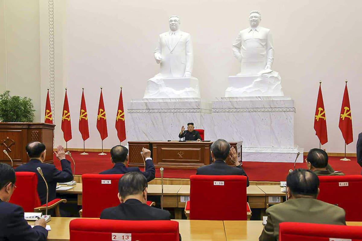 Kim Jong-un pitämässä puhettaan 8. huhtikuuta.