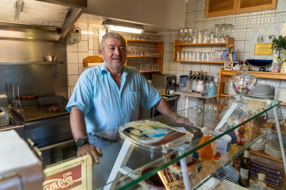 Kreikkalainen ravintoloitsija tavernassaan, Aachen, Saksa