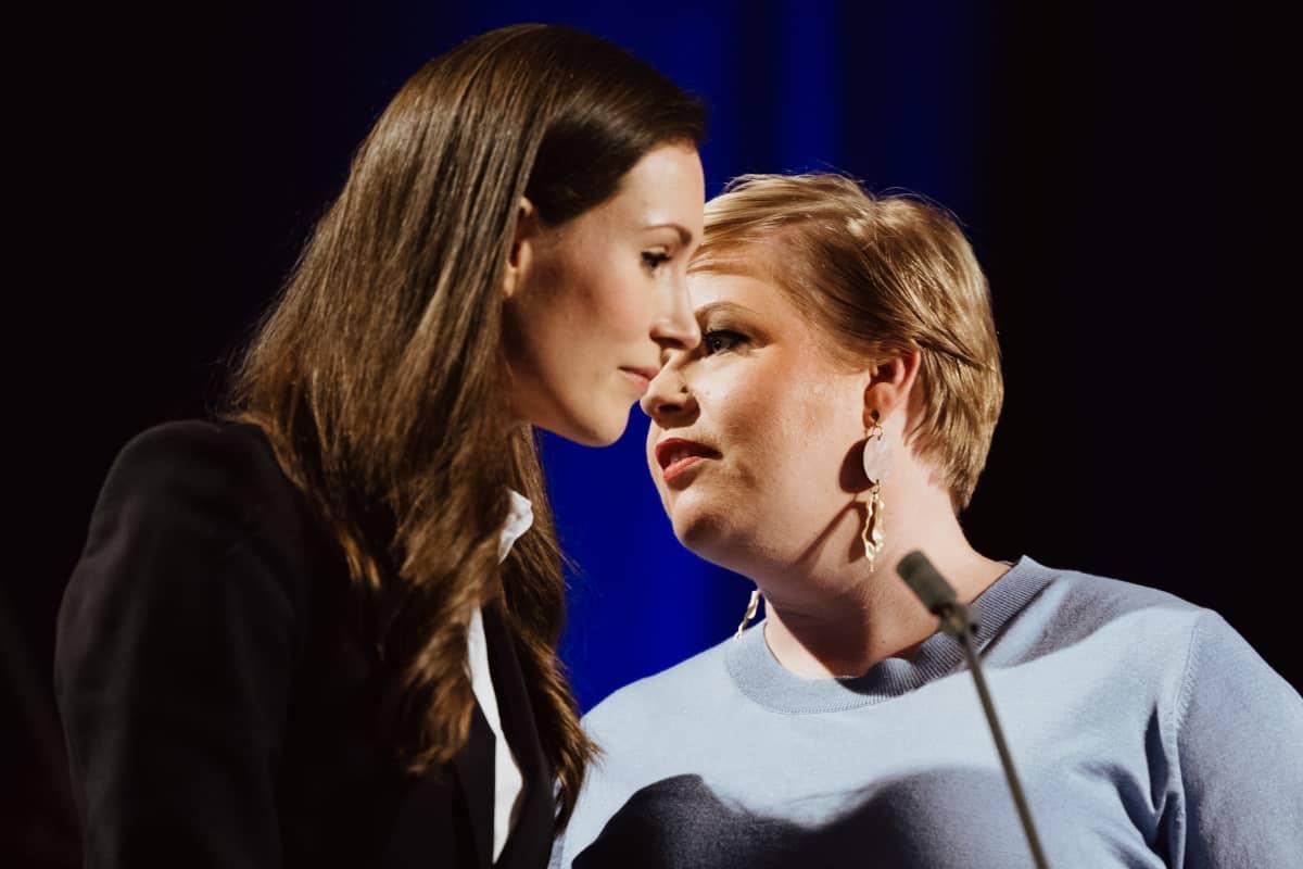 SDP:n puoluejohtaja Sanna Marin ja Annika Saarikko haastateltavana vaali-iltana Pasilan Studiotalossa.