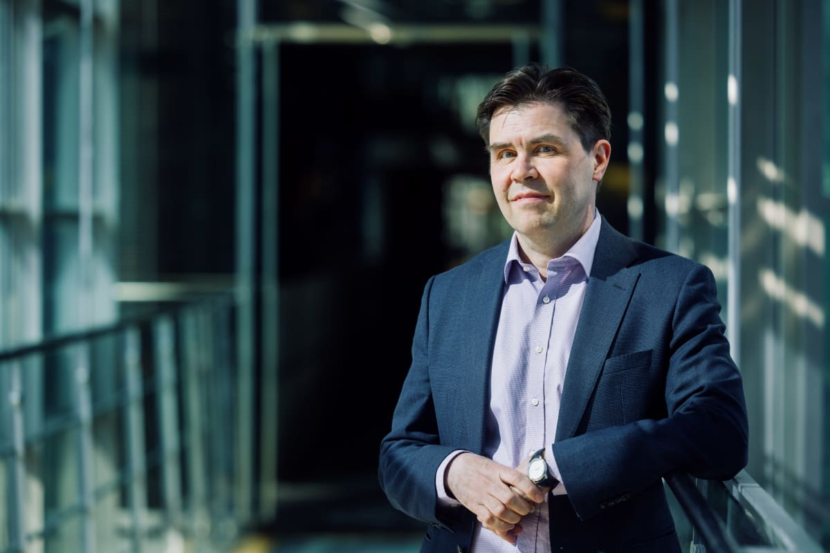 YLE 20210421 Esa Hyvärinen, Head of Fortum CEO Office kuvattuna Fortumin pääkonttorissa Keilaniemessä, Espoossa.