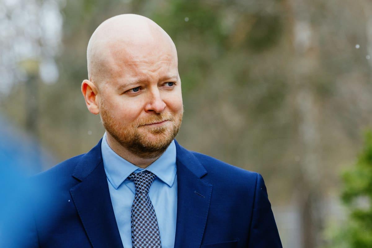 Jussi Saramo hallitusinfossa Kesärannassa.
