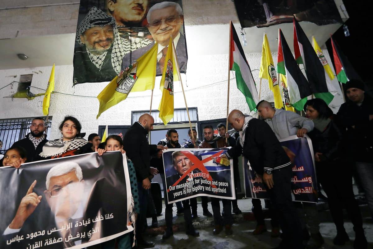 Palestiinalaiset osoittavat mieltään Betlehemissä.