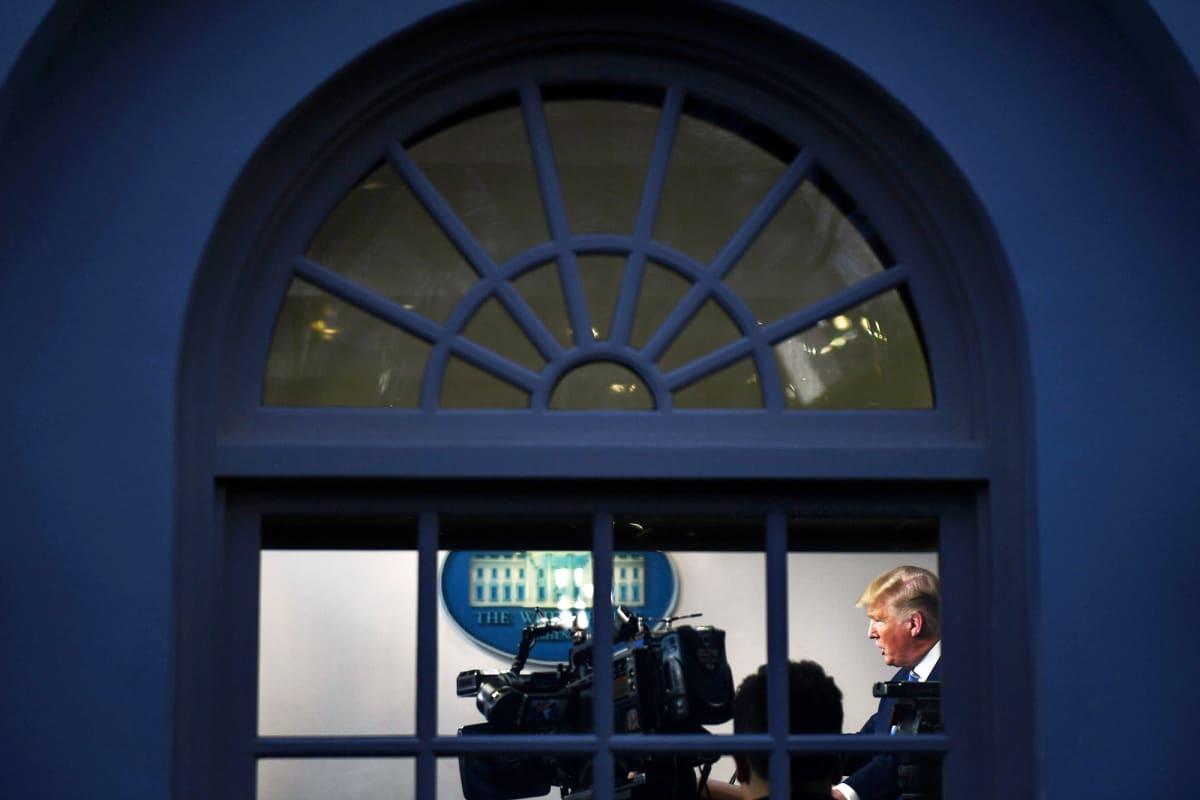 Donald Trump tiedotustilaisuudessaan Washingtonissa.