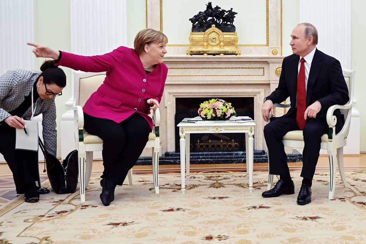 Kuvassa ovat Angela Merkel ja Vladimir Putin.