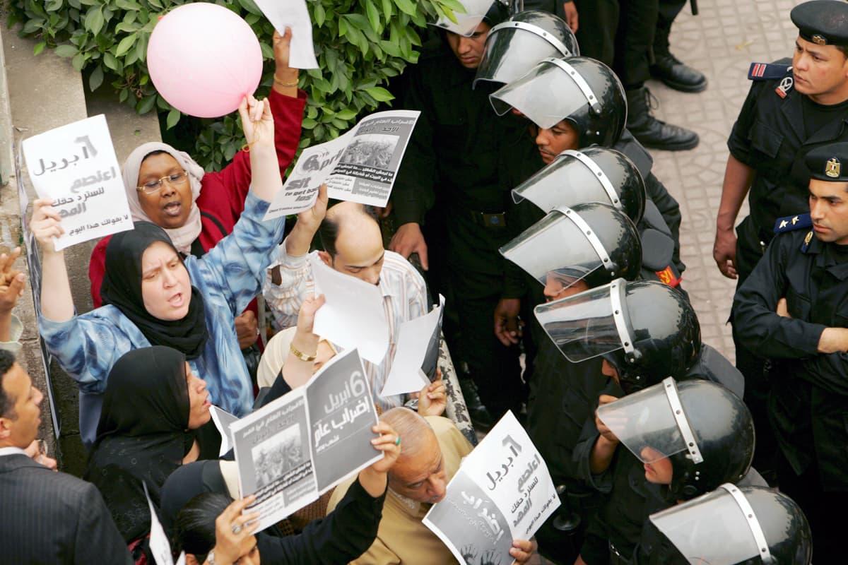 Ruokakriisin aiheuttama mielenositus Egyptissä vuonna 2008.
