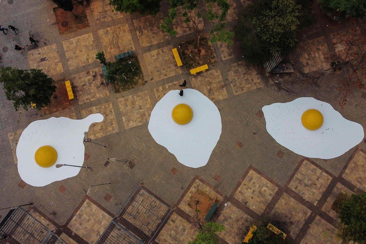 Kuvassa on ilmastonmuutosta käsittelevä taideteos Brasiliassa.