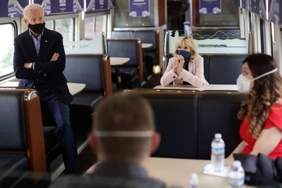 Kuvassa on Joe Biden joukkoineen syyskuussa.