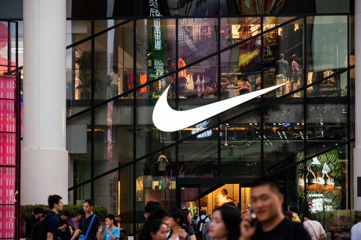 Yhdysvaltalaisen Niken suurliike Shanghaissa.