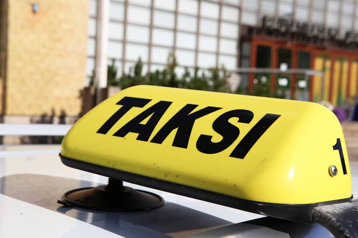Taksin valokyltti.