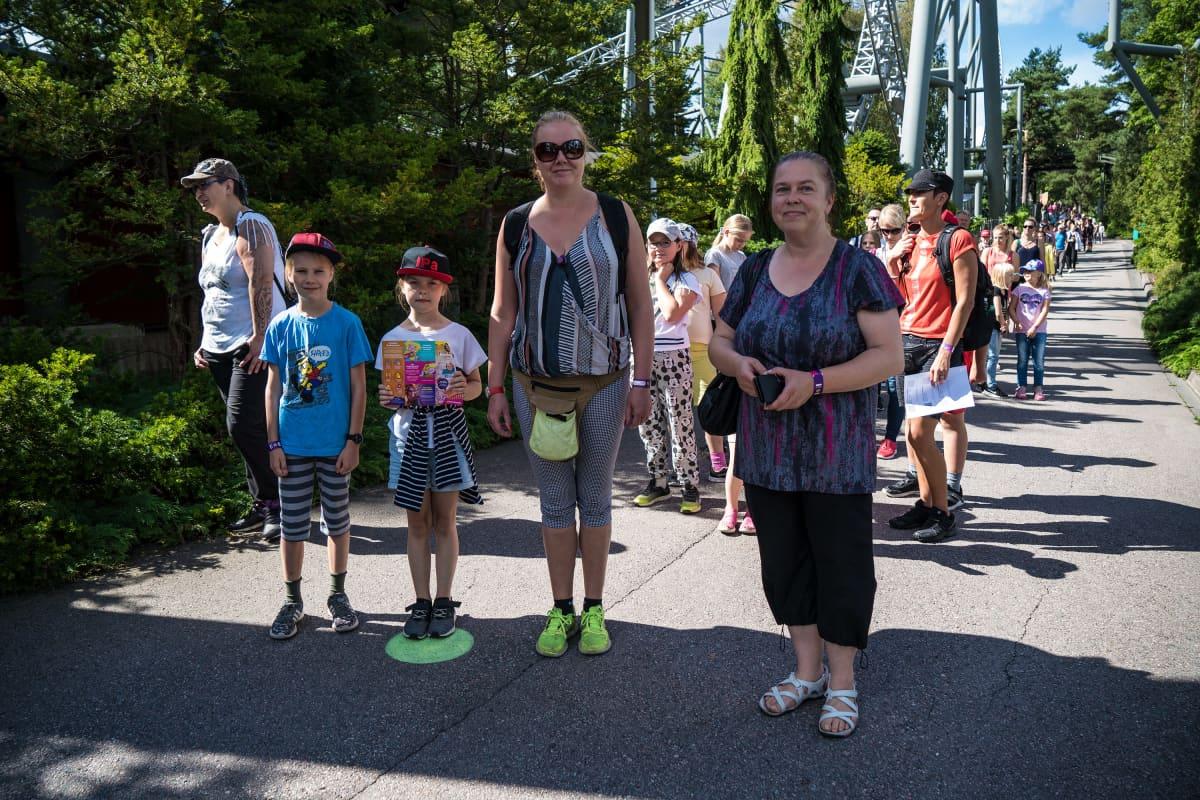 Anu Loponen ja lapset Maiju ja Tatu Iittalasta.