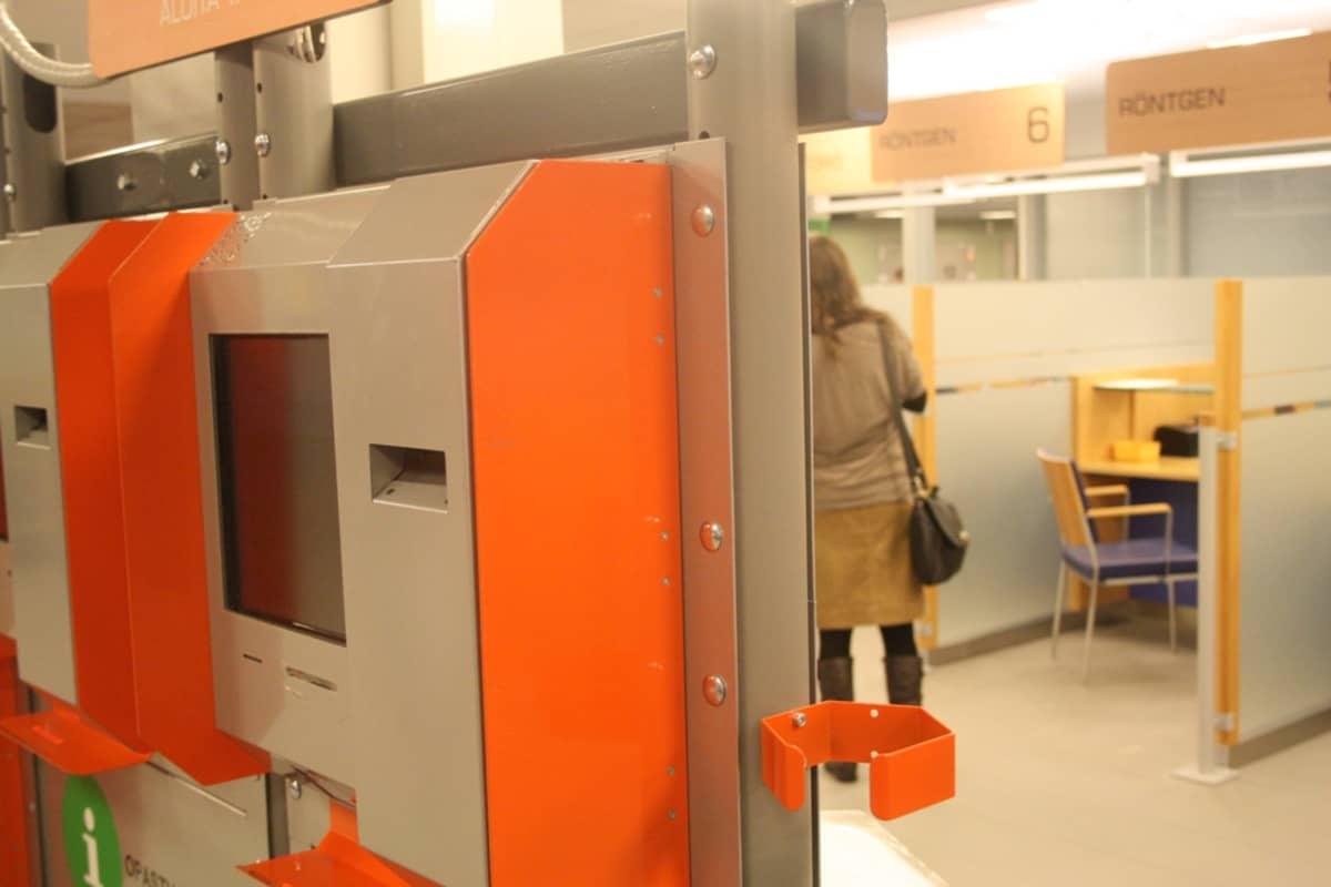 Pohjois-Pohjanmaan sairaanhoitopiirin avohoitotalossa Oulussa on aulassa sähköinen ilmoitautumismahdollisuus.