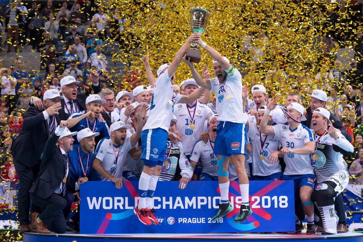 Suomi päätti MM-kisat Prahassa toisiin perättäisiin kultajuhliin.